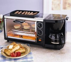 This 3 in 1 breakfast station all in one appliance features a 4 cup