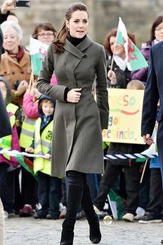 Kate Middleton Style & Fashion: The Duchess of Cambridge's Dresses Looks Kate Middleton, Estilo Kate Middleton, Kate Middleton Outfits, Kate Middleton Fashion, Kate Middleton Skirt, Kate Middleton Pregnant, Look Blazer, Moda Chic, Mein Style