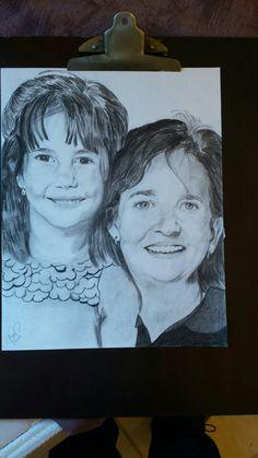 Coteyo.   Tirando el arte. Hermosa madre con su hija.  Draw to pencil