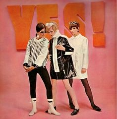 Twiggy Mary Quant Mod Fashion Black and White. has anyone seen the new hugo boss ad's? The model poses look very similar. Mary Quant, 60s Mod Fashion, 60 Fashion, Vintage Fashion, Fashion Black, Vintage Style, Retro Vintage, Twiggy, Dame Mary
