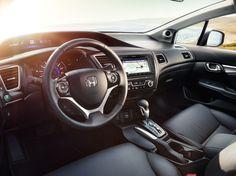 Actitud ganadora.  Siente la emoción de conducir tu propio camino con Civic Sedán. Conoce su completo equipamiento, que incluye una interfaz HandsFreeLink®* para teléfonos móviles con tecnología Bluetooth®* como equipo de serie en todas las versiones.