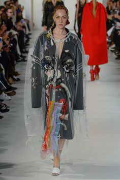See the complete Maison Margiela Spring 2017 Couture collection.