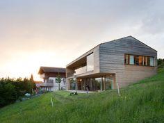 Maison familiale à Zwischenwasser en Autriche par le studio d'architecture dietrick | untertrifaller - Journal du Design