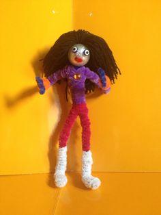 Muñeco hecho con limpiapipas y el pelo de lana