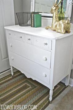 Beautiful Ways to Refinish Wooden Furniture - Chalk paint dresser Refinish Wood Furniture, Painting Wooden Furniture, Diy Furniture Projects, Upcycled Furniture, Furniture Makeover, Antique Furniture, Modern Furniture, Diy Projects, Outdoor Furniture