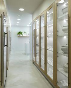 Molins Interiors // arquitectura interior - interiorismo - cocina - mobiliario - vitrina - vajilla - almacenaje