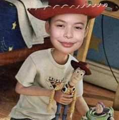 Miranda Cosgrove as Andy.I don't know why I find this so funny- and haunting. Stupid Memes, Dankest Memes, Funny Memes, Funny Laugh, Haha Funny, Funny Stuff, Toy Story, Winnie Poo, Reaction Pictures