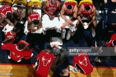 Fotografia de notícias : Chicago Bulls head coach Phil Jackson talks to...