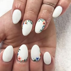 "310 Likes, 2 Comments - Liz Henson (@nails.byliz) on Instagram: ""More pretty little florals ❤️❤️❤️ . . . . #nails #acrylicnails #nailstagram #gelpolish #floralnails…"""