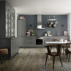 <span>Modernt lantliv med trendig gråskala. Med köksluckan Ponte vill Kvik förmedla en känsla av urbant lantliv. De grå luckorna matchas med fördel med handtag i blankt stål och vitvaror i rostfritt stål för den rätta känslan.</span>