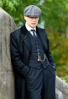 We take a look at the life, love and career of the handsome actor Peaky Blinders' Cillian Murphy. Costume Peaky Blinders, Traje Peaky Blinders, Costume Classe, Costume Gris, Peaky Blinders Thomas, Cillian Murphy Peaky Blinders, Peaky Blinders Tommy Shelby, Suit Overcoat, Wool Overcoat