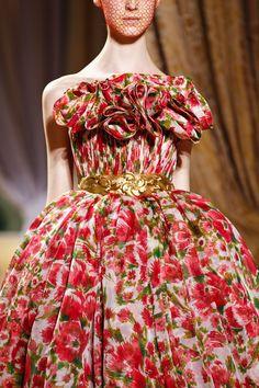 aclockworkpink:    Giambattista Valli F/W 2012, Couture