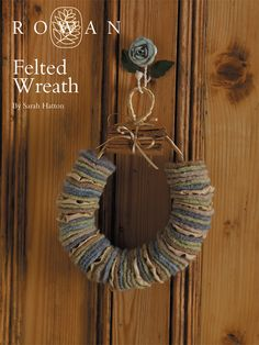 Knit this tasteful festive wreath from the Little Festive Knits Online Collection, for Christmas. A design by Sarah Hatton using Kid Classic, a perfect blend of lambswool and kid mohair this wreath is simple yet stunning. Christmas Knitting Patterns, Baby Knitting Patterns, Free Knitting, Crochet Patterns, Free Baby Patterns, Free Pattern, Christmas Tree Advent Calendar, Bow Pillows, Lion Brand Wool Ease
