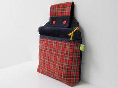 Praktische Jeans-Gürteltasche mit aufgesetzter Tasche im Schottenkaro. Durch die Kam Snaps (Druckknöpfe) kannst Du sie einfach an den Gürtel hänge...