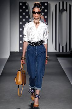 Moschino Spring 2011 Ready-to-Wear Collection Slideshow on Style.com