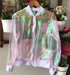 bomber holográfica I love it! Girls Fashion Clothes, Teen Fashion Outfits, Girl Fashion, Cool Outfits, Casual Outfits, Fashion Dresses, Fashion Looks, Fashion Design, Holographic Fashion