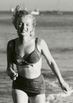 Marilyn Monroe photographed by Laszlo Willinger, - Yahoo Image Search Results Joven Marilyn Monroe, Marilyn Monroe Fotos, Young Marilyn Monroe, Norma Jean Marilyn Monroe, Classic Hollywood, Old Hollywood, Madelyn Monroe, Actrices Hollywood, Female Stars