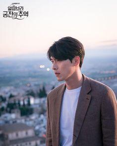 Hyun Bin - Memories of the Alhambra Hyun Bin, Asian Actors, Korean Actors, Korean Dramas, Korean Celebrities, Handsome Celebrities, Celebs, Netflix, Korean Star