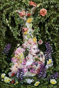 Kirsty Mitchell Photography, Wonderland series: 'The Secret Locked In The Roots Of A Kingdom'. Costume, Wig and set handmade by Kirsty Mitchell Fantasy Photography, Fine Art Photography, Fashion Photography, Learn Photography, Conceptual Photography, Photography Classes, Kirsty Mitchell Wonderland, Foto Fantasy, Fantasy Art