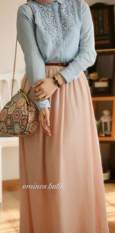 Love the skirt color Modern Hijab Fashion, Islamic Fashion, Muslim Fashion, Modest Fashion, Skirt Fashion, Fashion Outfits, Modern Abaya, Hijab Outfit, Hijab Style Dress