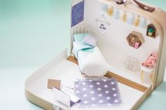 Live it . Love it . Make it.: Make it: Travel Dolls House in a Suitcase