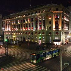 Dias atuais. Edifício Alexandre Mackenzie onde temos o Shopping Light, esquina viaduto do Chá com rua Xavier de Toledo.