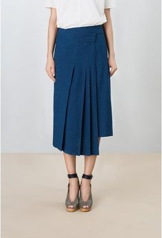 Perfect blue skirt to brighten my blues. Modest Fashion, Fashion Outfits, Womens Fashion, Beautiful Outfits, Cool Outfits, Rare Clothing, Looks Jeans, Chambray Skirt, Sartorialist