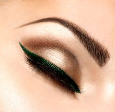 Today let's talk about eyeliner.What are 10 great eyeliner tips every girl should know? Your eyes are beautiful, and emphasizing that beauty.Eyeliner tips Perfect Winged Eyeliner, Bold Eyeliner, Eyeliner Styles, How To Apply Eyeliner, Perfect Eyebrows, Eyeliner Wing, Winged Liner, Eyeliner Makeup, Eye Liner