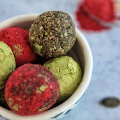 Protein-Balls mit Nüssen, Himbeer, Matcha Smoothie Bowl, Smoothies, Protein Ball, Savoury Dishes, Matcha, Food Styling, Sweet Tooth, Food Photography, Sweets
