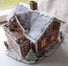 Iso piparitalo. Gingerbread house.