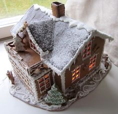 Iso piparitalo. Gingerbread house.