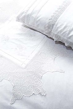 Bed linen embellished with old lace