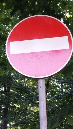 Segnale stradale raffigurante lo stop