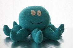 Krake Oktopus Rassel mit Glocke blau von Romeo & Julchen auf DaWanda.com