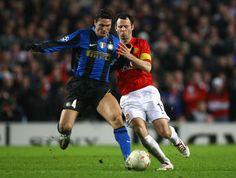 Zanetti y Giggs en un partido de Champions League entre el Inter de Milán y el Manchester United