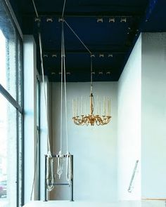 nice ceiling/chandelier