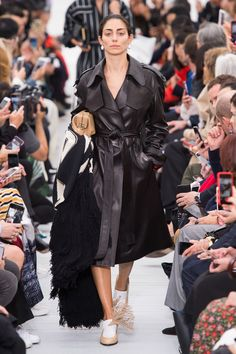 All of the best looks of the Celine runway collection from Fashion Week Spring/Summer 2018 Celine, Phoebe Philo, Fashion Week, Fashion Show, Paris Fashion, Timeless Elegance, Spring Summer 2018, Runway, Street Style