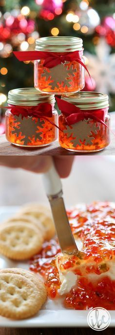 Red Pepper Jelly – homemade holiday gift PLUS easy impromptu Christmas appetizer… - Gelee Ideen Christmas Appetizers, Christmas Treats, Holiday Treats, Holiday Recipes, Christmas Recipes, Christmas Goodies, Homemade Christmas, Christmas Christmas, Christmas Ornaments