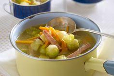 Unser beliebtes Rezept für Rosenkohl-Kartoffel-Suppe mit Kasseler und mehr als 55.000 weitere kostenlose Rezepte auf LECKER.de.
