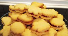Μπισκότα με μαρμελάδα κεράσι 🍒🍒🍒🍒  Υλικά  1βούτυρο Βιτάμ μαλακό 1 1/2 φλ.τσ.ζάχαρη άχνη 1/4 κουταλάκι αλάτι 2 βανίλιες 2 αυγά 5 φλ.... Cake Recipes, Biscuits, Cooking Recipes, Desserts, Cookie, Food, Crack Crackers, Tailgate Desserts, Cookies