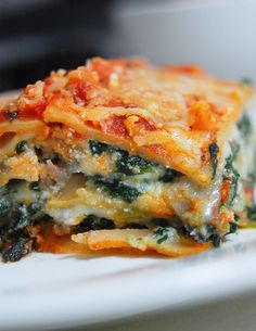 A Low-Cal/Low Fat Lasagna? Yes, it's possible! Try this Lean Beef, Spinach and Mushroom Lasagna recipe. Keep it super filling and healthy using whole wheat pasta, fat-free ricotta and lean beef. #smarterbeef