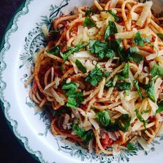 Spaghetti with a feta & tomato sauce Spaghetti, Tomato Sauce, Feta, Vegetarian, Dinner, Ethnic Recipes, Grass, Mad, Sweets
