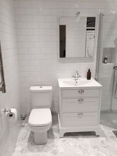 Badrumsinspiration: Hemma hos Andreas i Helsingborg - - Boho Bathroom, Simple Bathroom, Bathroom Sets, White Bathroom, Bathroom Wall, Master Bathroom, Dyi Bathroom Remodel, Bath Remodel, Bathroom Renovations