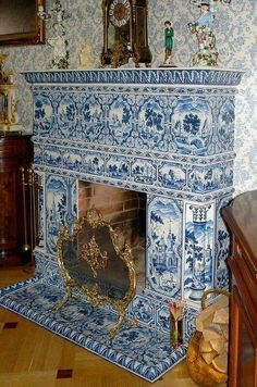 Fireplace with Delft Blue tiles Blue And White China, Blue China, Love Blue, Delft Tiles, Blue Rooms, White Tiles, Blue Tiles, White Decor, Chinoiserie