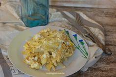 Revuelto de patatas, queso y cebolla | Comer con poco