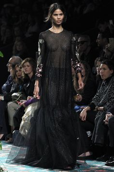 A Daily Style and Design Site of Interiors, Fashion, Luxury Style, Travel, and Leisure. Cool Chic Style Fashion inspire you every day. Lace Silk, Tulle Lace, Moda Madrid, Daily Fashion, Catwalk, Mercedes Benz, Luxury Fashion, Ready To Wear, Fall 2016