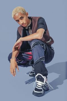 Rocking a skate-inspired look, Jaden Smith wears a Louis Vuitton vest. He also sports an MSFTS t-shirt and Louis Vuitton sneakers. Accessorized with his own jewelry, jeans from his G-Star Raw Forces of Nature collaboration complete his look. Male Pose Reference, Drawing Reference Poses, Drawing Poses, Photo Reference, Jaden Smith Fashion, How To Pose For Pictures, Poses References, Cool Poses, Figure Poses