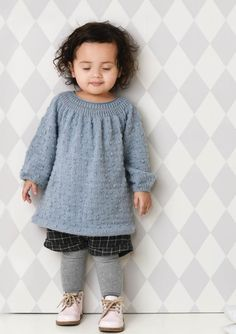1702 Smårollinger. Strikket Knuppekjole Children In Need, Comfortable Outfits, Baby Knitting, Knitted Baby, Baby Dolls, Knit Crochet, Knitting Patterns, Baby Kids, Kids Fashion