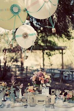 cute center pieces with the diy hot air balloons : )