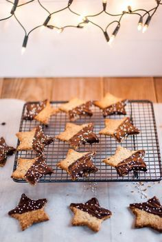 Christmas cookies Biscuits and shortbread cookies Extra Xmas Food, Christmas Cooking, Christmas Desserts, Noel Christmas, Christmas Recipes, Desserts With Biscuits, Köstliche Desserts, Biscuit Cookies, Shortbread Cookies